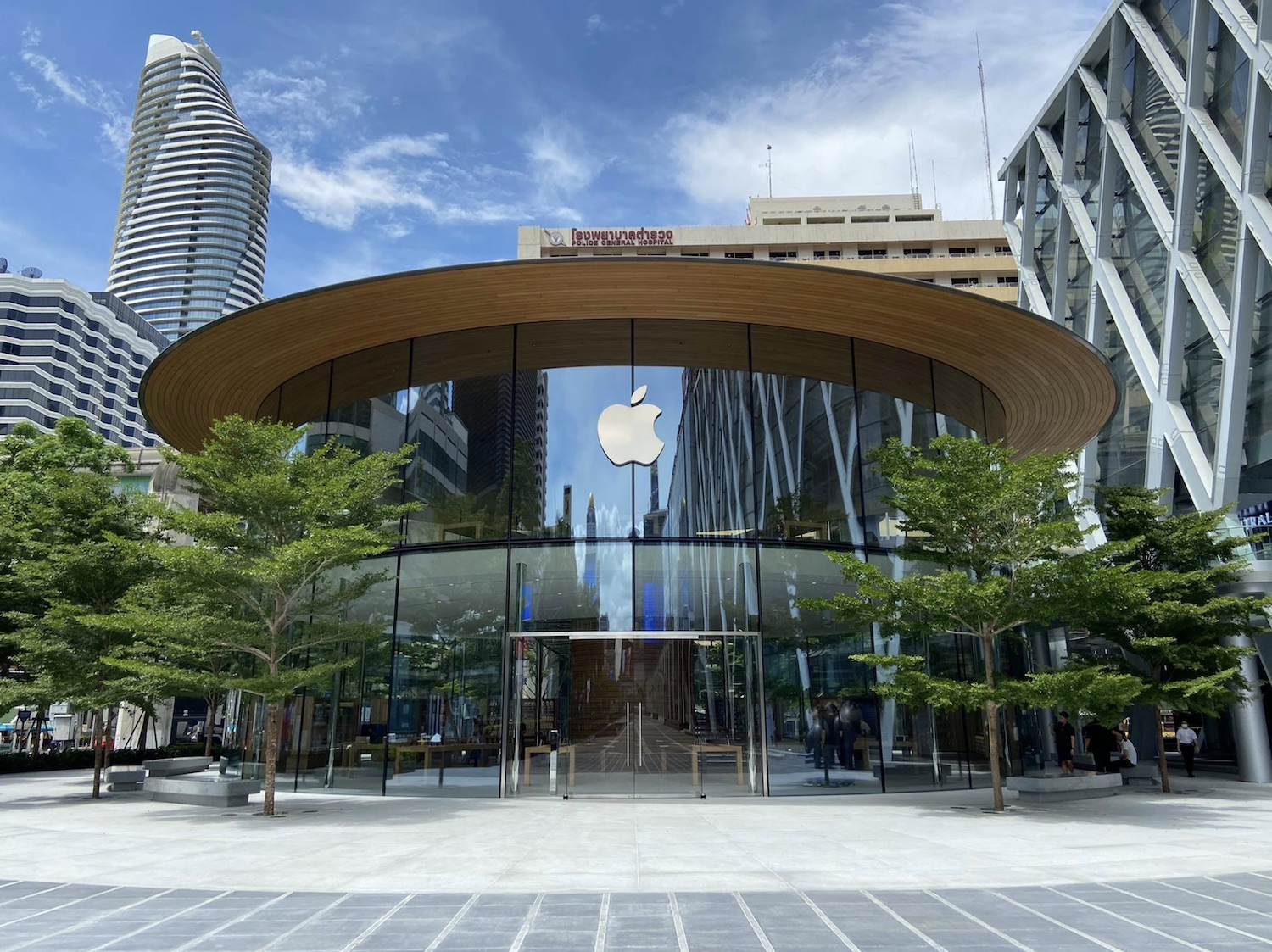 apple-bangkok-store.jpg